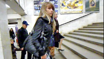 Ut_0906# Slim blonde in a short skirt! She was alone on the escalator, and I slowly climbed to her.